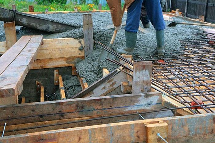 Заливка фундамента под бетонное крыльцо