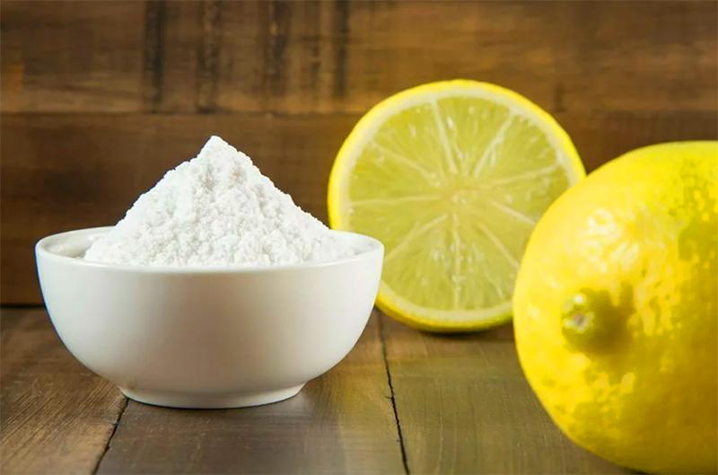 Потребуется обычный лимон и немного морской соли