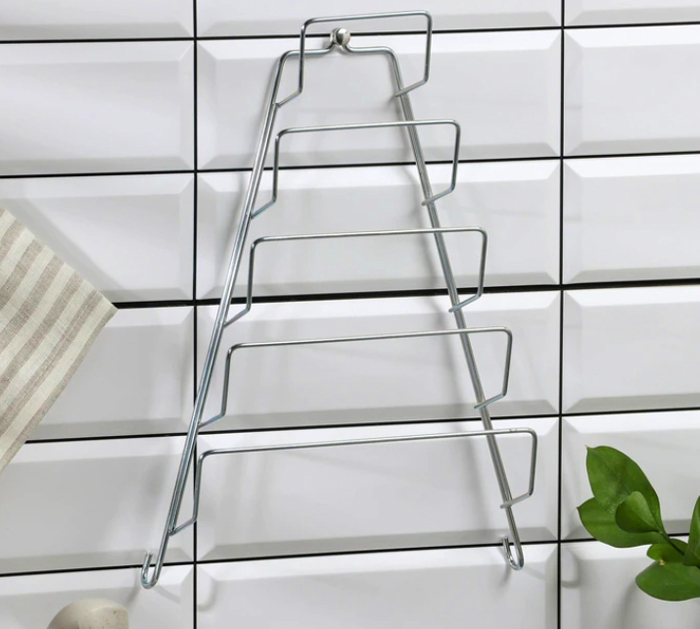 Удобная подвесная полочка для хранения крышек