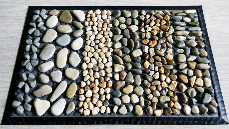 Для картин и панно потребуется прочная фанерная основа и качественная рама, а для фиксации камней – прозрачный термоклей