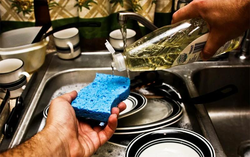Хорошие средства в средней ценовой категории имеют приемлемый аромат и хорошо смываются небольшим количеством воды