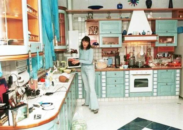 Изначально в интерьере кухни преобладали мятные оттенки цвета «Тиффани»