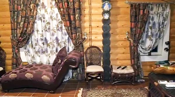 Гостиная полностью выдержана в коричневых тонах