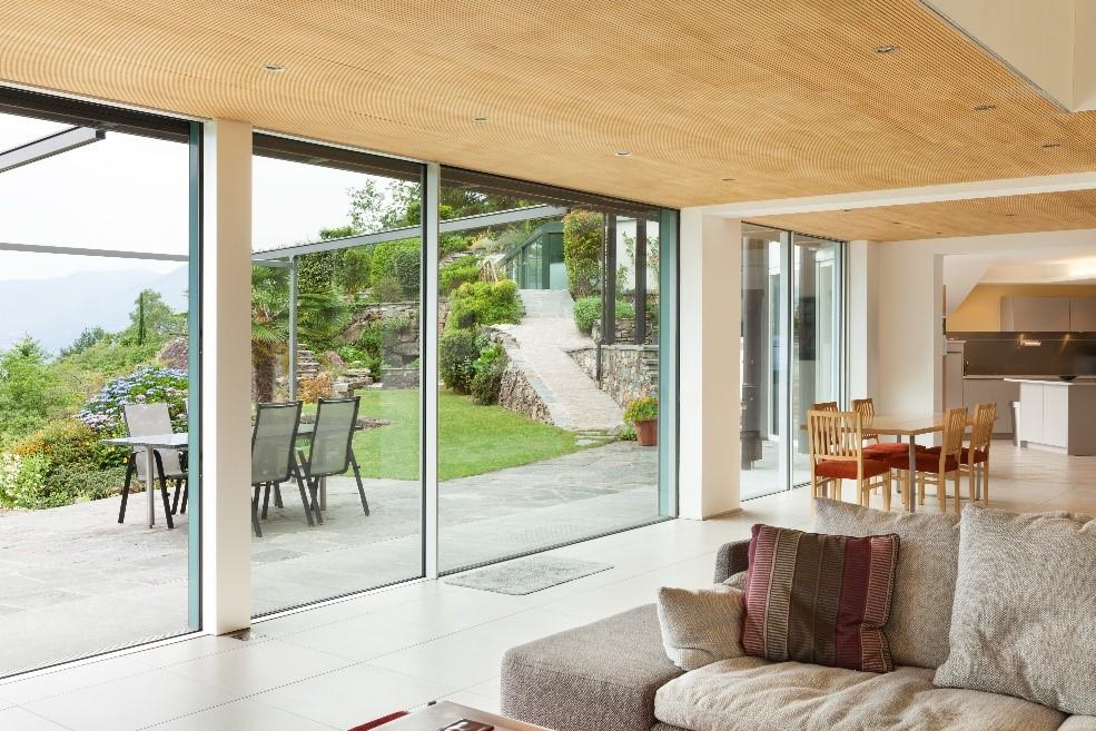 Остекление частного дома и квартиры: пять главных отличий