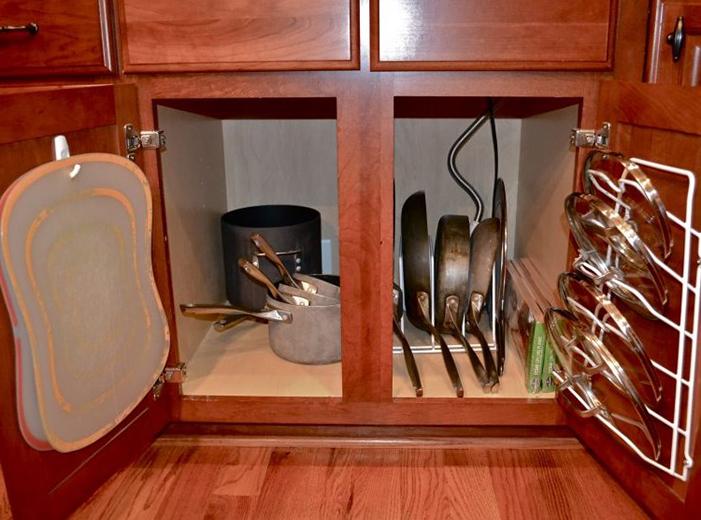 Размещение крышек в свободных местах шкафа