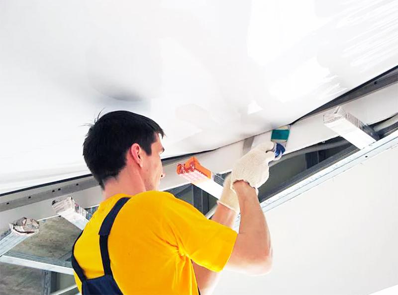 Как часто нужно мыть натяжные потолки