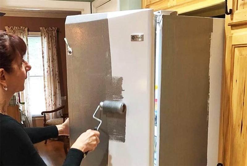 Красить холодильник стоит только эмалевыми красками или, как вариант – молотковыми. Последние дают необычный эффект и очень долговременное покрытие