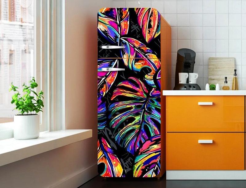 Яркий рисунок можно подобрать в тон кухонной мебели