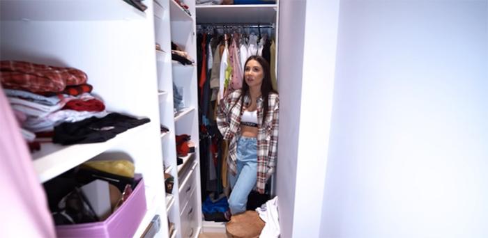 В этой гардеробной большая часть шкафов заняты вещами Валерии