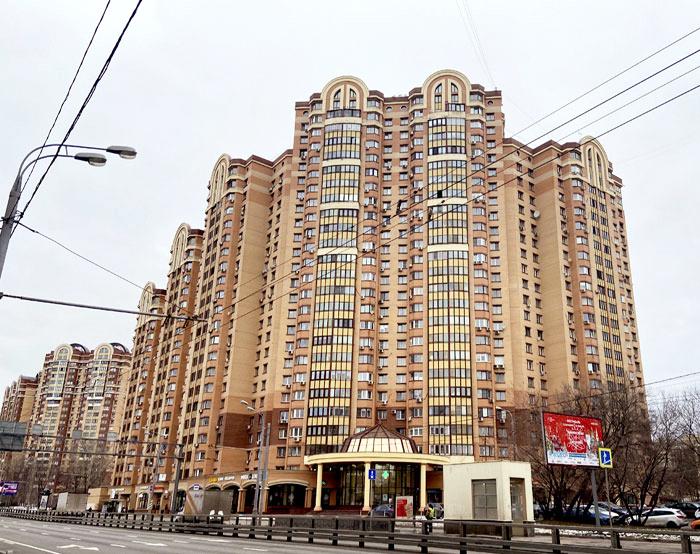 Две «трёшки» и «однушка» были приобретены в качестве инвестиций, с целью сохранения денежных средств, а для жизни Пелагея выбирает большое, просторное и очень комфортное жильё