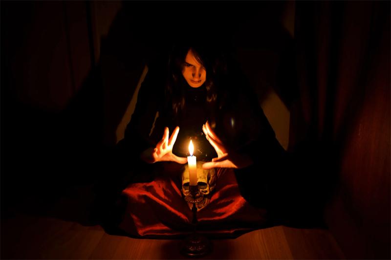 Или, кто знает, за задёрнутыми шторами какие страшные тайны вы храните и какие ритуалы реализуете при свете свечей?