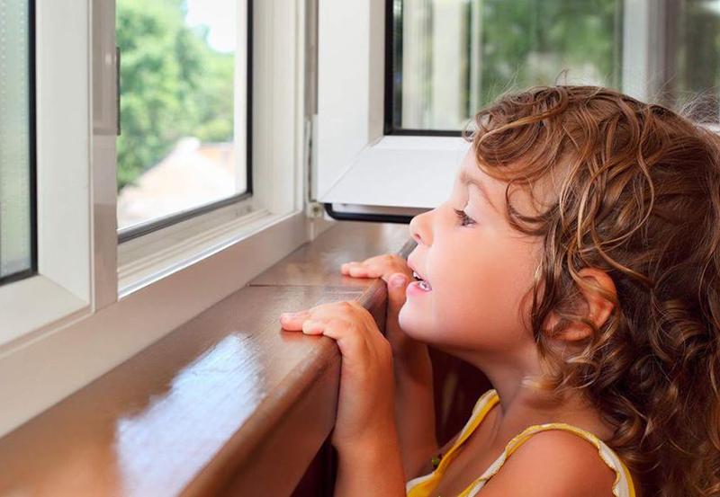 Блокиратор окна от детей: какой купить и как установить