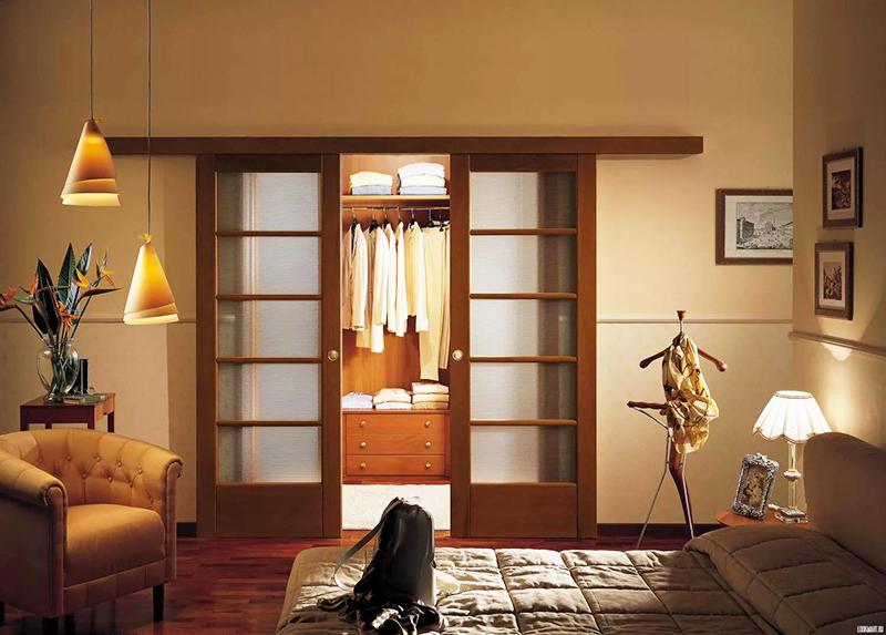 Дверь в маленькую комнату