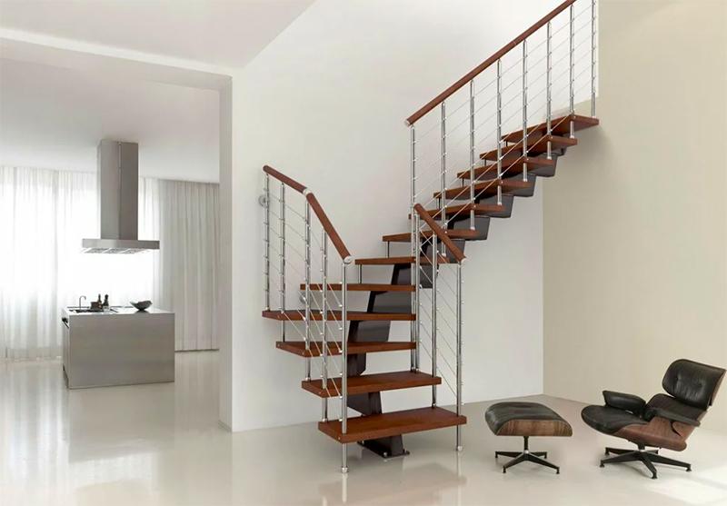 Материалы модульных лестниц достаточно долговечные и прочные, но, если рассматривать надёжность конструкции в целом, она уступает классическим вариантам