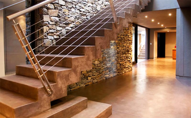 Зато бетонная лестница может служить бесконечно долго